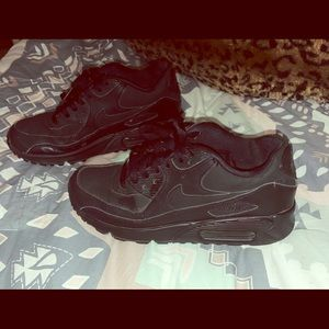 Woman's black air maxes